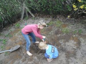 Arkeologisk utgrävning pågår (ja, jag vet, bilden är från förra våren, men principen är densamma)